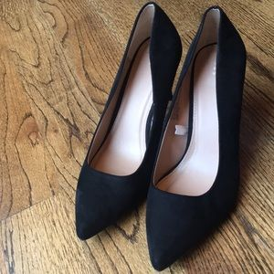👠GUC A New Day Black Faux Suede Heels👠